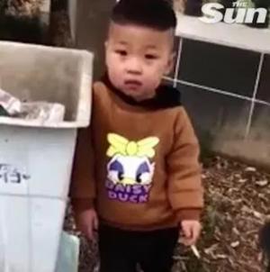 엄마가 혼내도 흡연이 좋은 3살 아기