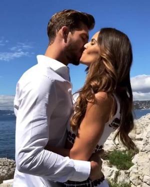케빈 트랍이 월드컵 아픔 치유하는 법...여자친구와 '진한 키스'