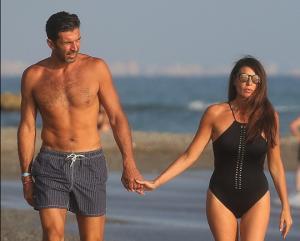 부폰의 '마지막 휴가'...이탈리아 떠나기전 아내와 해변 데이트