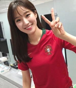 새 '축구여신' SBS 막내 주시은 아나운서 유니폼 인증샷