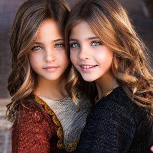 세계에서 가장 예쁜 쌍둥이 자매, 그들의 성장사