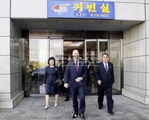 인판티노 피파 회장, 평양 도착 포착...한국-북한전 관전